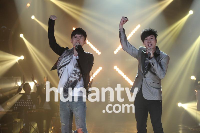 张杰林俊杰携手决战 歌手 双杰组合演唱掀高潮图片
