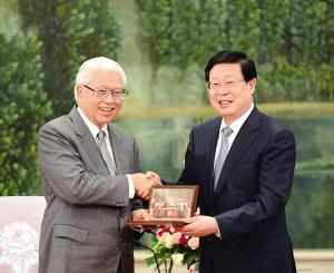 黄兴国会见新加坡总统陈庆炎