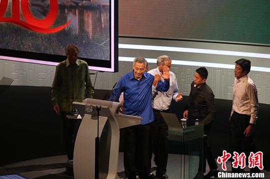 8月21日晚,新加坡總理李顯龍在新加坡國慶群眾慶祝大會演講時,突然身體不適,演講不得不中斷。 <a target=&apos;_blank&apos; href=&apos;http://big5.news.cn/gate/big5/big5.xinhuanet.com/gate/big5/www.chinanews.com/&apos;><p align=