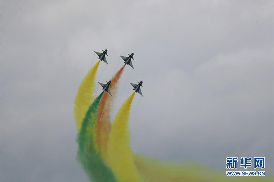(國際)(3)中國空軍八一飛行表演隊精彩亮相新加坡航展