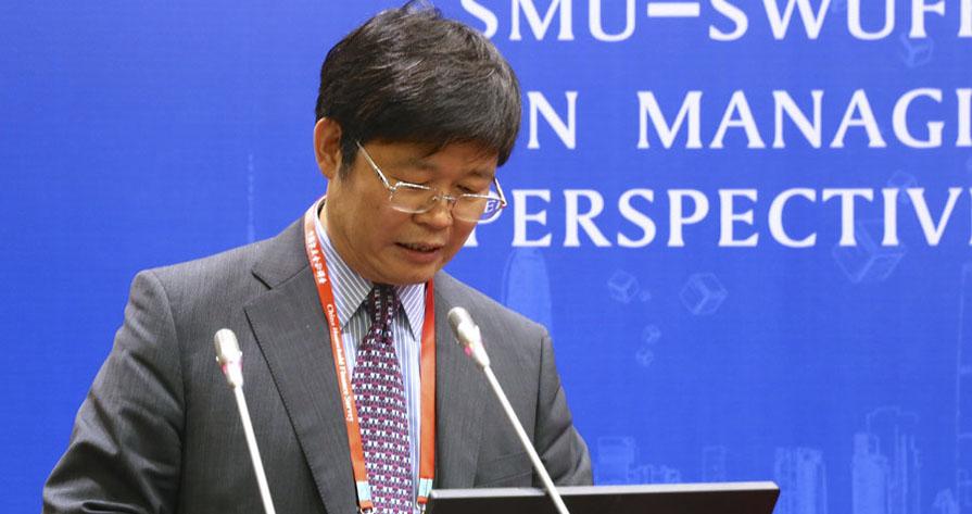 图为中国住建部住房政策专家委员会主任委员,清华大学刘洪玉教授在图片