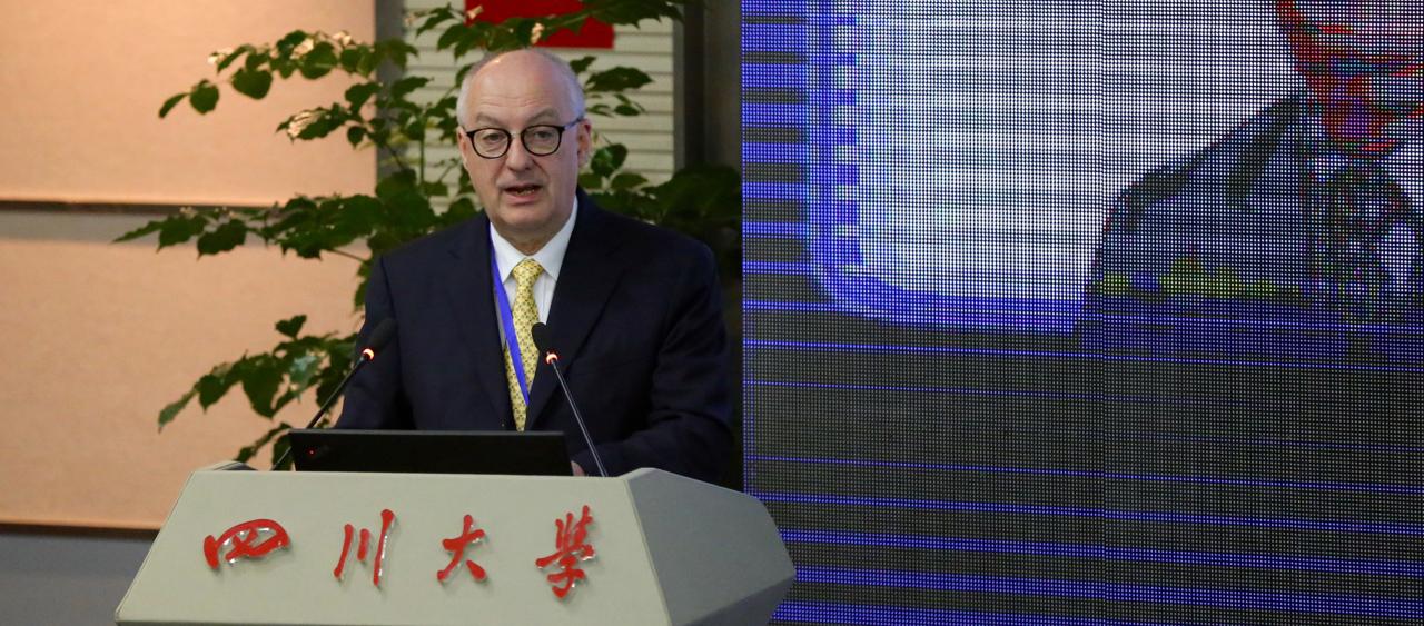 新大校長梅雅諾:共議物流金融 推動西部地區中新關係發展