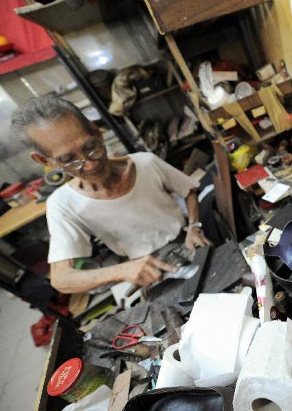 實拍新加坡手工制鞋匠